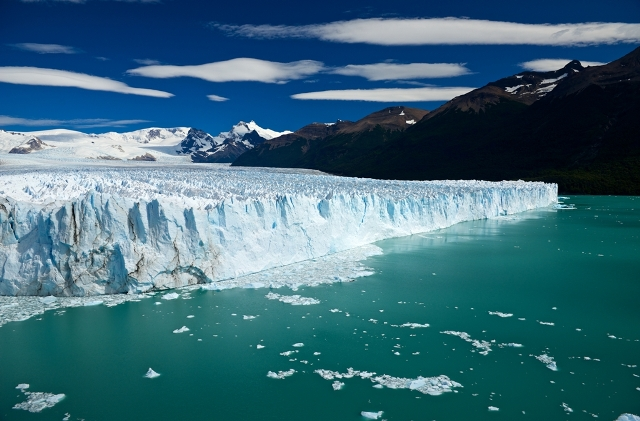 A photo of the perito moreno glacier in El Calafate, Argentina